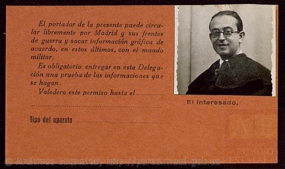 Passport of the photographer Alfonso Sánchez Portela. - Documentos de la Junta de Defensa de Madrid de la Sección PS-MADRID del Gobierno de España. Ministerio de Educación Cultura y Deporte. Centro Documental de la Memoria Histórica (CDMH), PS-MADRID,1870,1,433